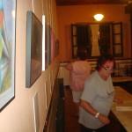 Marite Evaristo ens ajuda amb l'expo.