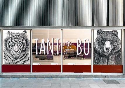 los-dibujos-carbon-tigre-oso-entrada-del-local-tant-nou-rambla-1435174986885