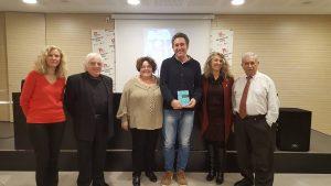 A la Biblioteca Montserrat Roig. Raquel Ibáñez, Antonio Ramírez, jo, Jordi Vila, Lourdes Borrell i Antonio Caballero